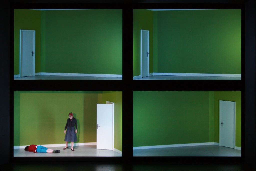 THE TURN OF THE SCREW (Benjamin Britten) • Theater Bremen, Übernahme Nationaltheater Mannheim  • ML: Daniel Montané | R: Frank Hilbrich | B: Volker Thiele | K: Gabriele Rupprecht